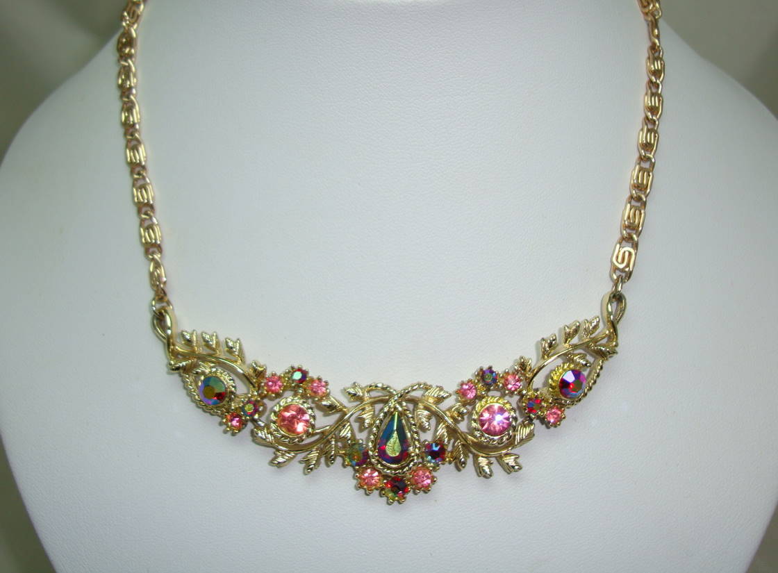 Vintage 50s Pretty Pink AB Diamante Ornate Link Scallop Drop Necklace