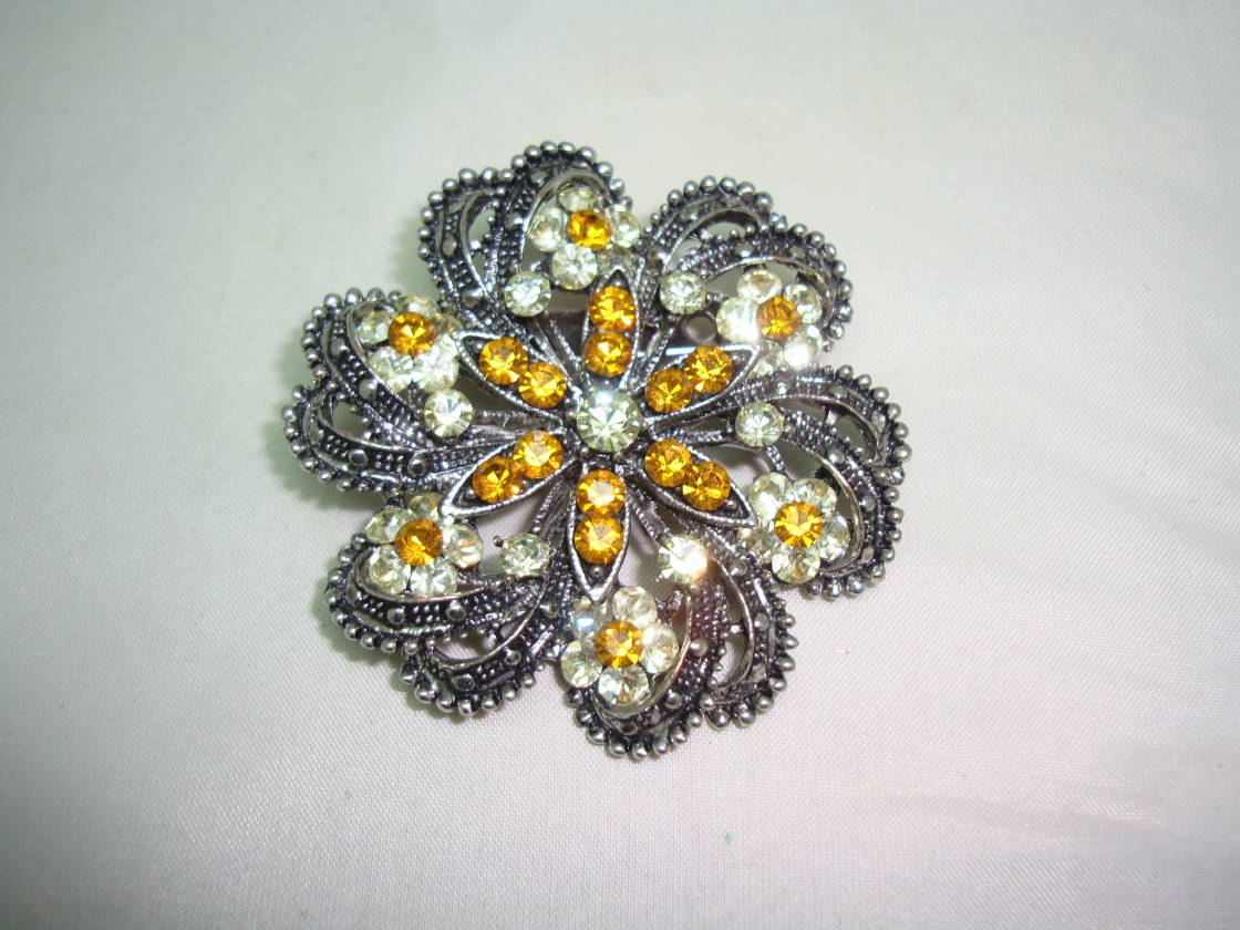 Vintage 50s Orange and Lermon Sparkling Diamante Flower Shaped Brooch