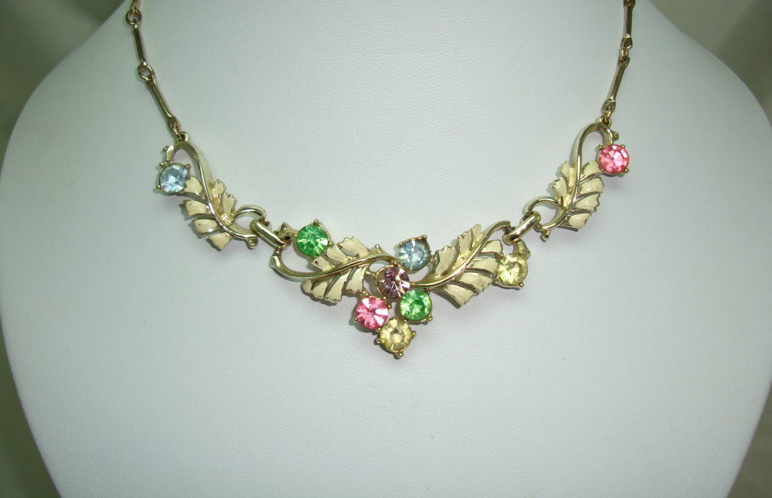 £34.00 - Vintage 50s Cream Enamel Floral Link Multicoloured Diamante Necklace