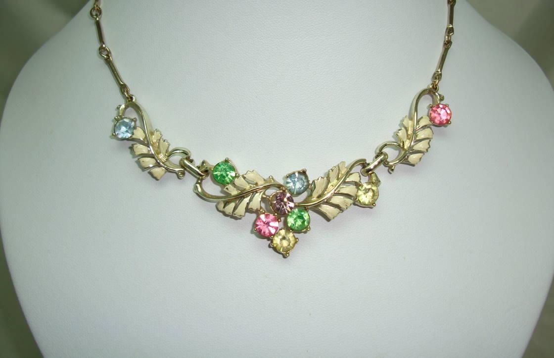 £34.00 - Vintage 50s Cream Enamel Floral Link Multicoloured Diamante Necklace