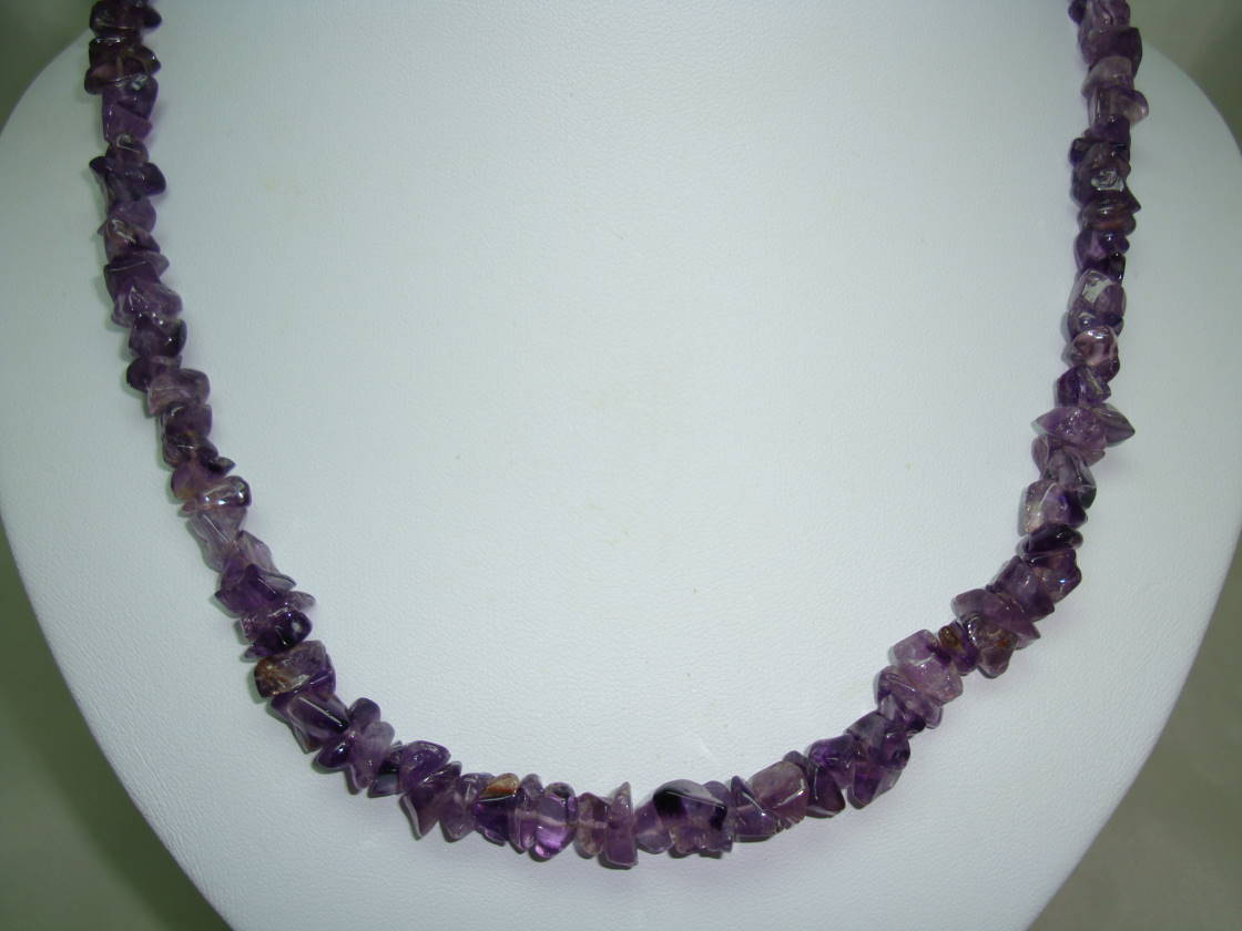 £20.00 - Attractive Real Amethyst Quartz Polished Smooth Chip Bead Necklace