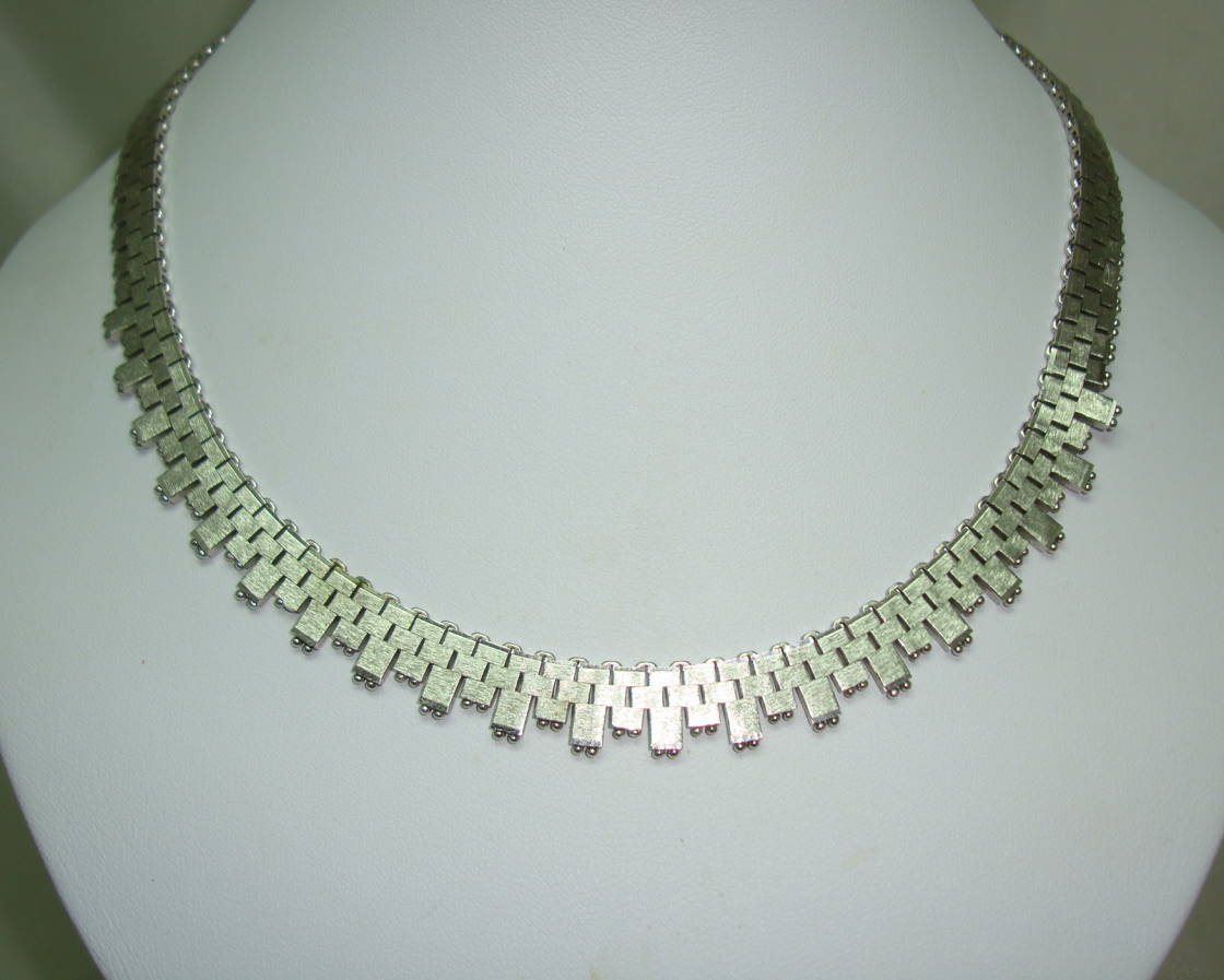 £42.00 - Vintage 60s Quality Textured Link Silvertone Collar Necklace Worn 2 Ways!