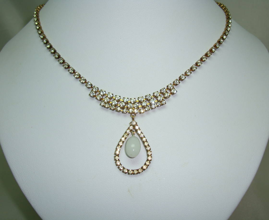 £28.00 - Vintage 50s Unusual Diamante Necklace with Teardrop Dropper Pendant