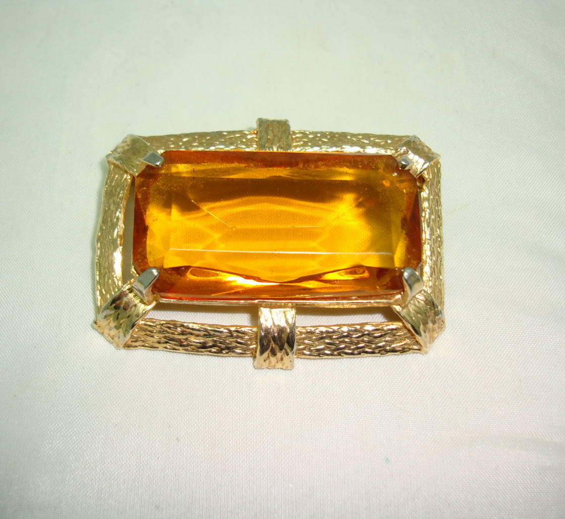 Vintage 50s Huge Amber Citrine Glass Stone Gold Textured Frame Brooch
