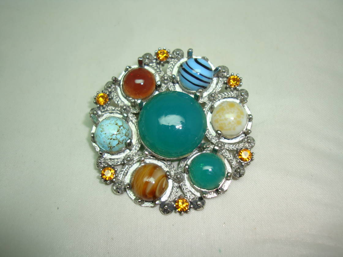 1950s Unsigned Miracle Scottish Celtic Agate Glass and Diamante Brooch