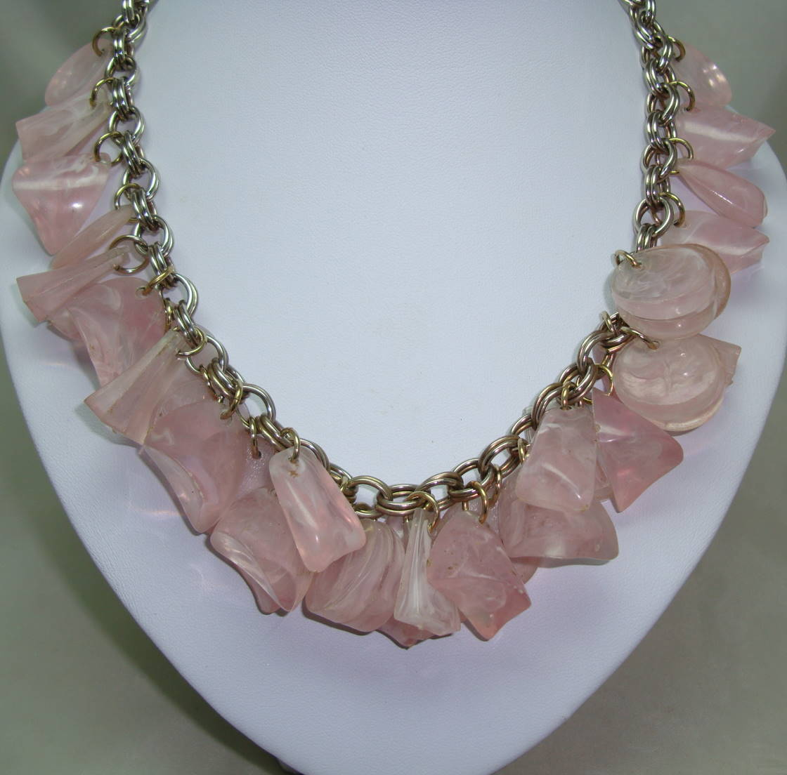 £45.00 - Vintage 50s Fabulous Chunky Pink Lucite Garland Drop Charm Bead Necklace
