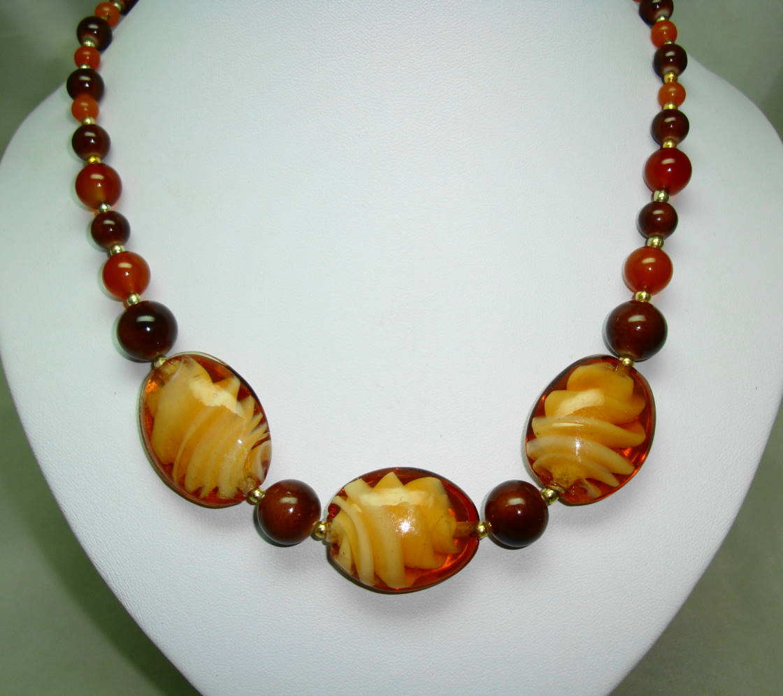 Vintage 50s Unusual Amber Brown Art Glass Design Bead Graduating Necklace