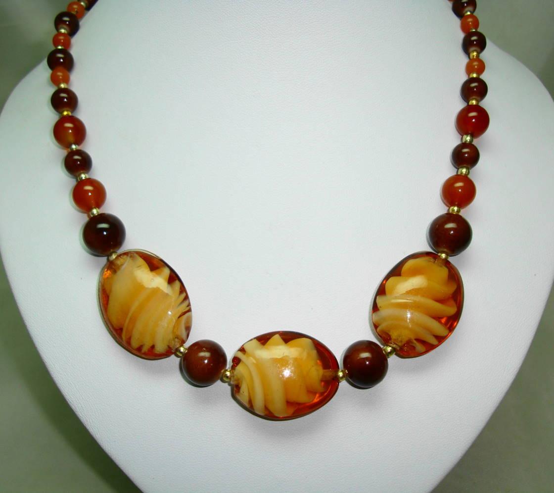 £38.00 - Vintage 50s Unusual Amber Brown Art Glass Design Bead Graduating Necklace