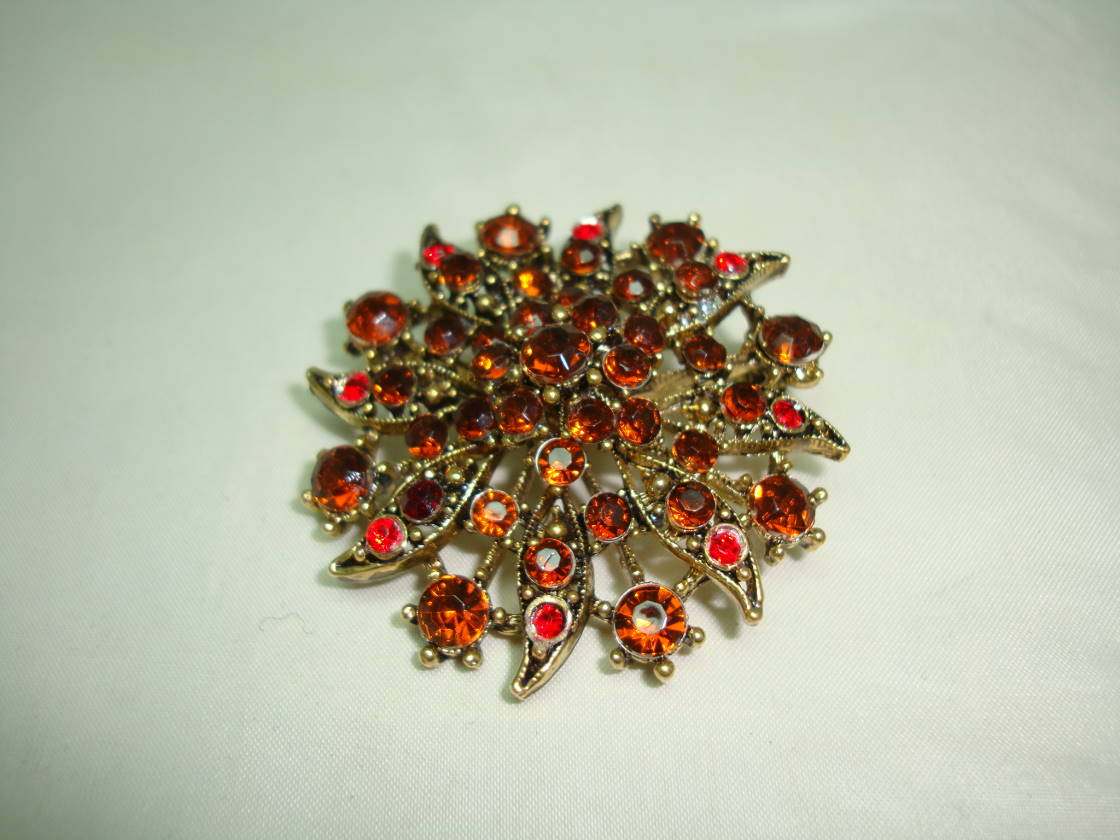 £23.00 - Vintage 50s Large Flower Shaped Amber Cognac Red Diamante Gold Brooch