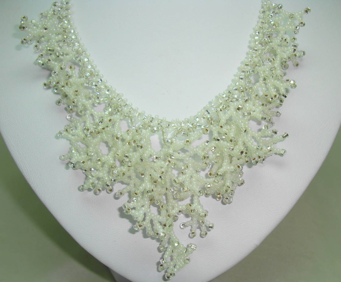 Vintage 50s Winter White Snowflake Drop Intricate Glass Bead Necklace