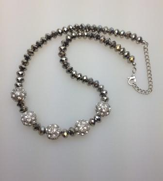 £22.00 - Stunning Silver Coated Glass Bead and Diamante Bauble Bead Necklace