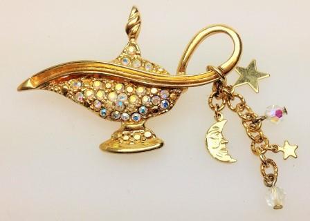 £22.00 - Fabulous Signed Kirks Folly Magic Aladdins Genie Lamp AB Diamante Brooch