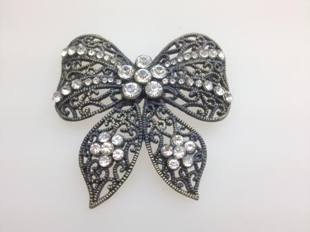 £23.00 - Vintage 50s Big Filigree Sparkling Diamante Filigree Metal Bow Brooch 7cms