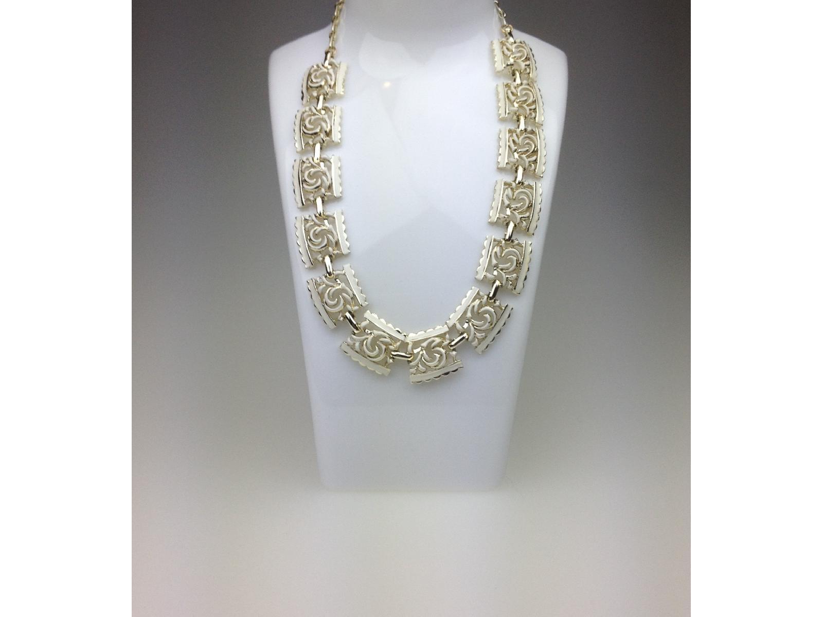 £38.00 - Vintage 50s Signed Jewelcraft Cream Enamel Fancy Link Goldtone Necklace