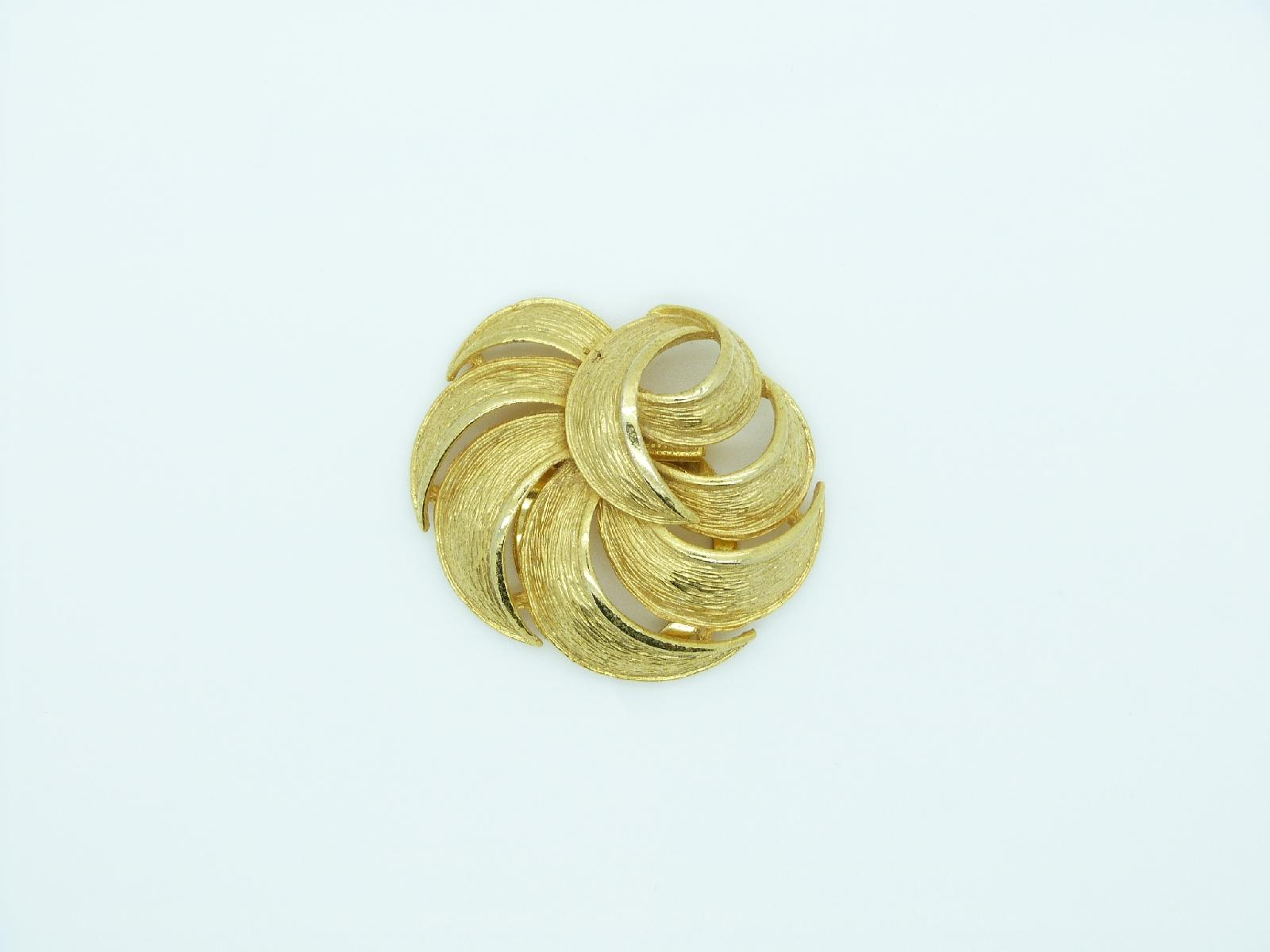 Vintage 60s Large Goldtone Textured Swirl Effect Scarf Clip 5cms