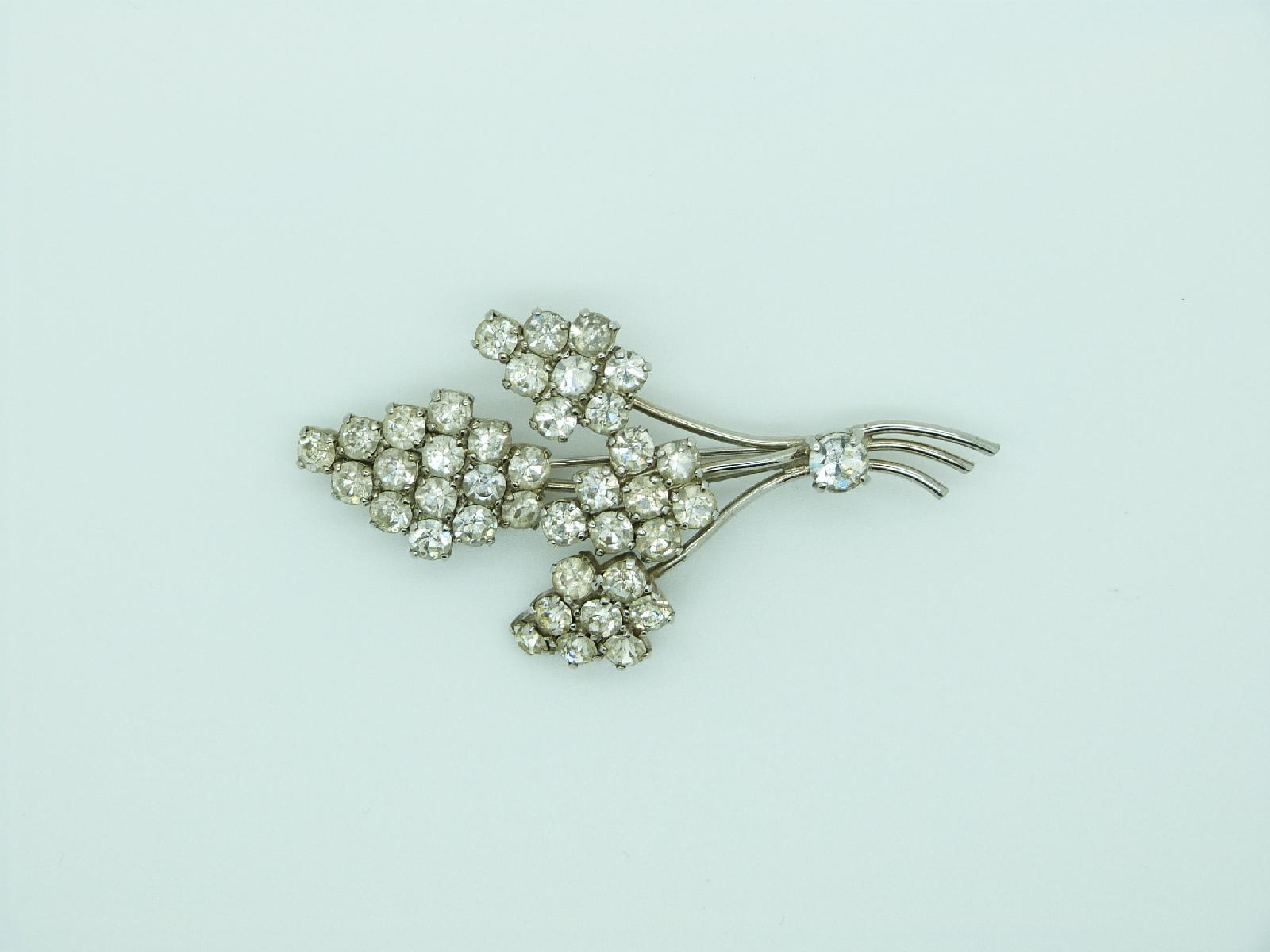 £18.00 - Vintage 50s Sparkling Diamante Floral Spray Silvertone Brooch 8cms