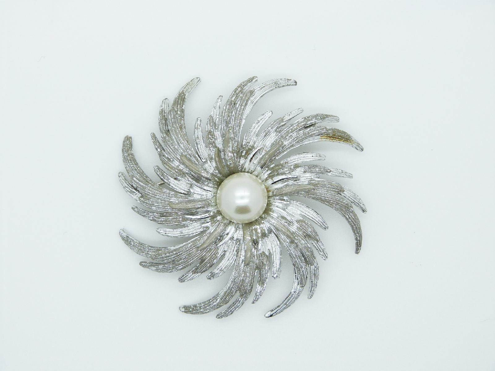 Vintage 60s Signed Sarah Cov Large Silvertone Swirl Pearl Design Brooch