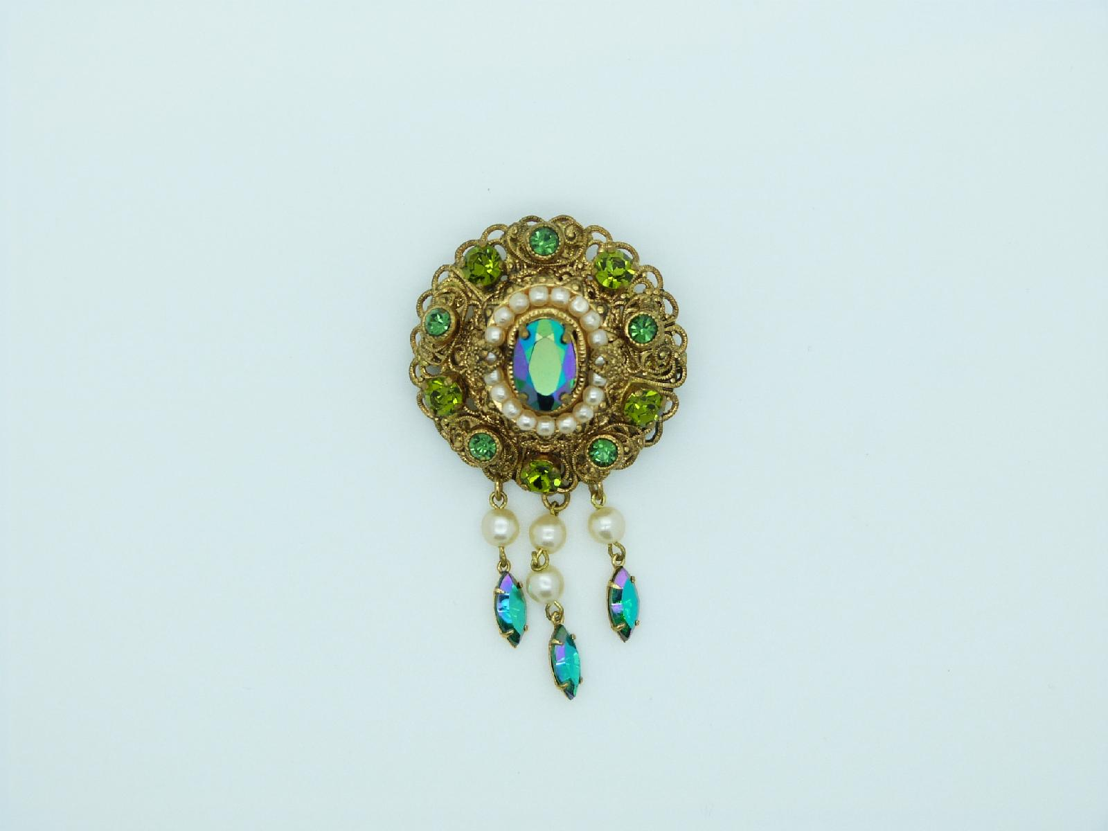 £24.00 - Vintage 30s Czech Green AB Diamante and Faux Pearl Dropper Goldtone Brooch