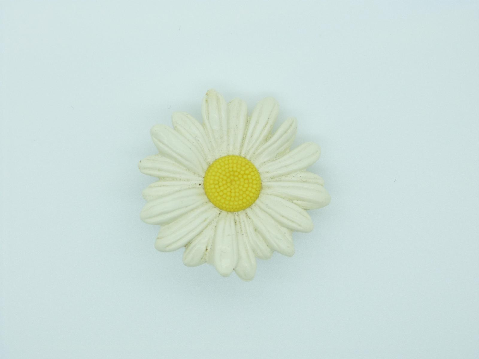 £20.00 - Vintage 70s Very Cute and Quirky White Daisy Flower Solid Perfume Brooch