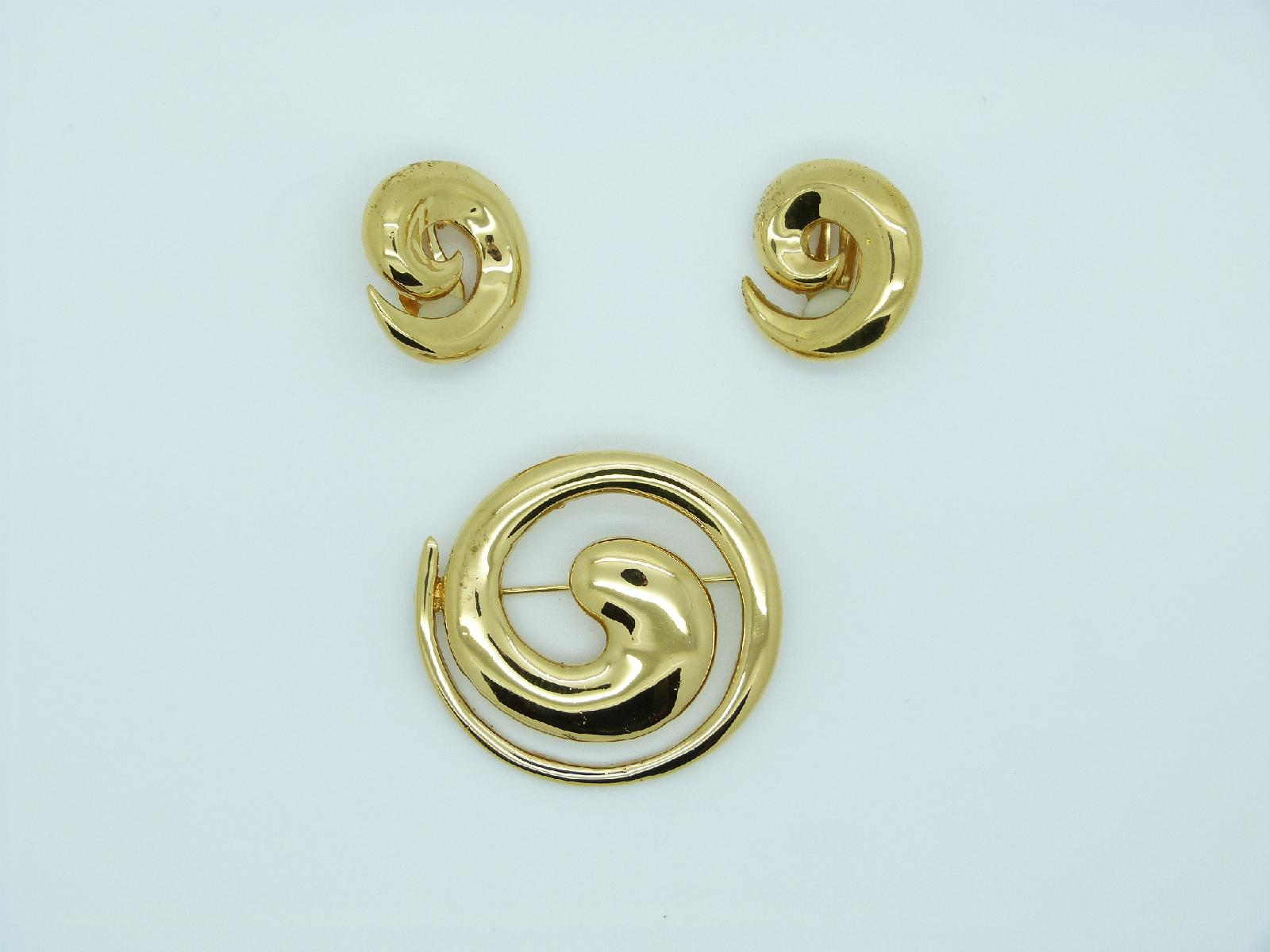 Vintage 90s Signed M&S Round Goldtone Brooch and Clip On Earrings Set