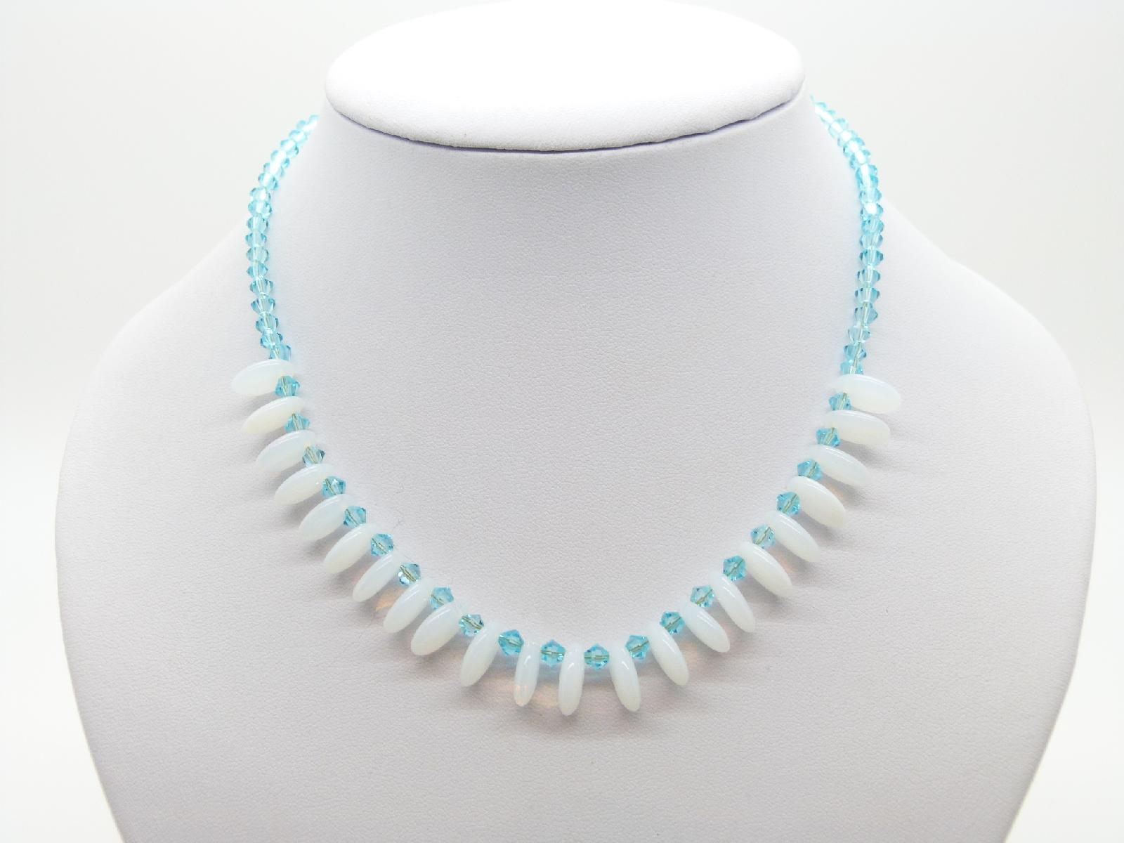 £14.00 - Vintage 50s Turquoise Blue Glass and Opaline Glass Drop Bead Necklace Fab!