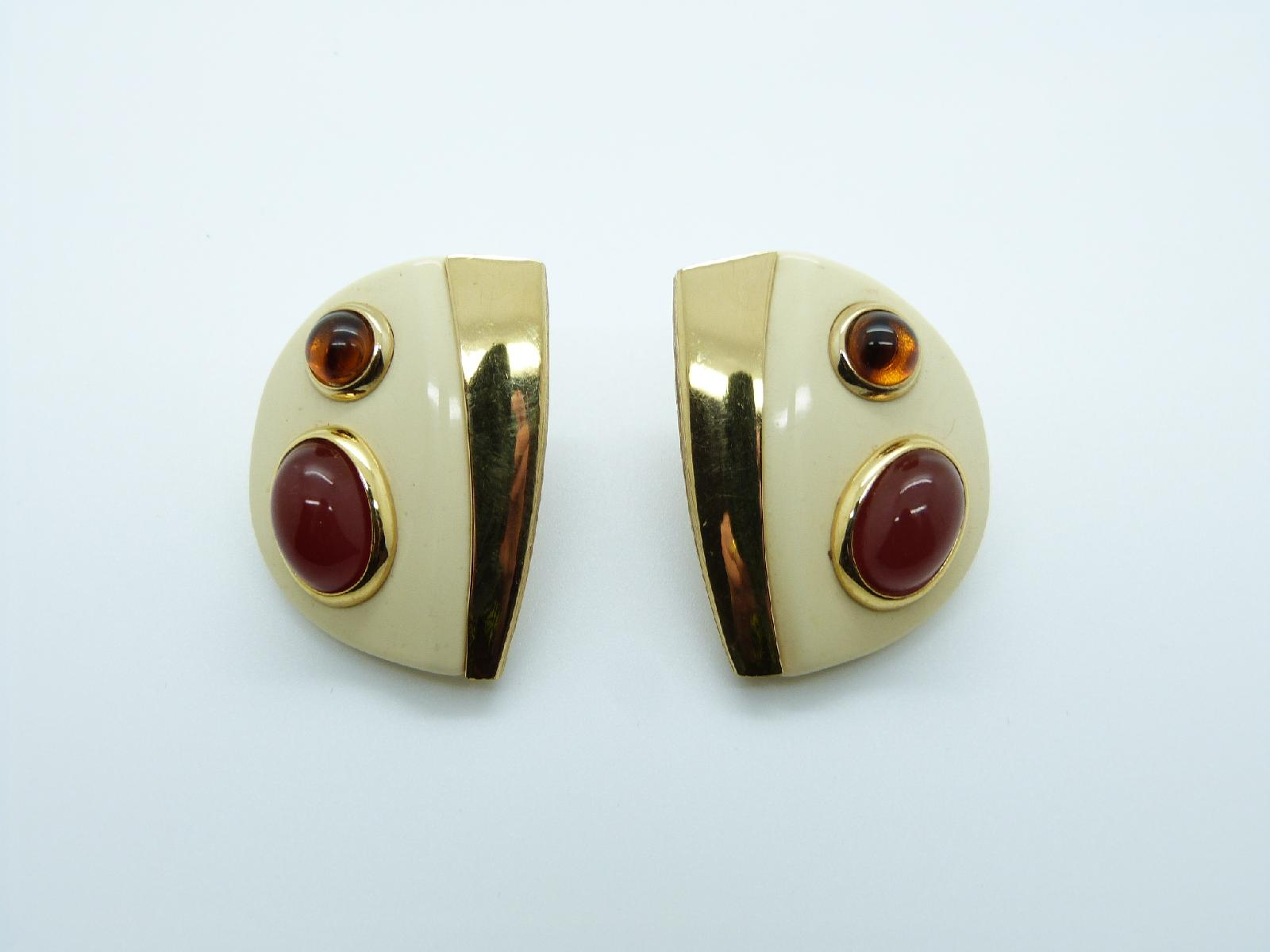 £24.00 - Vintage 60s Cream Lucite Goldtone Amber Glass Modernist Clip On Earrings