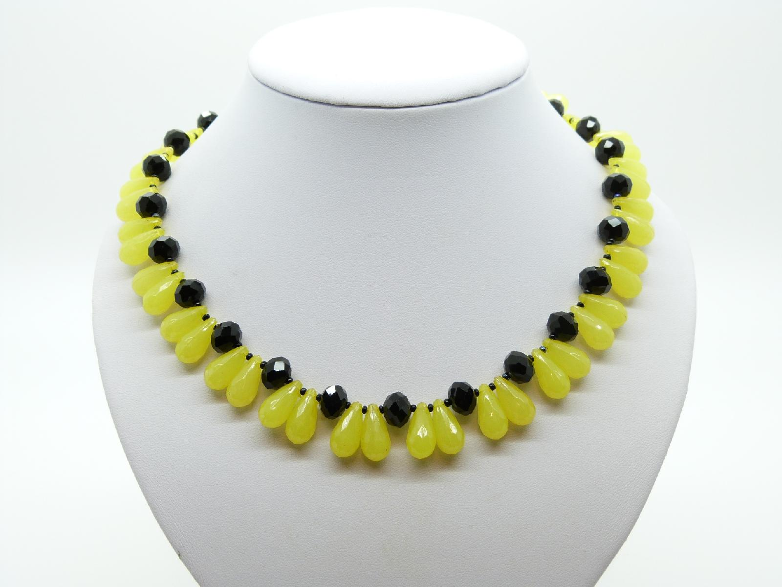 Vintage 50s Black Glass and Yellow Lucite Teardrop Bead Necklace Amazing!
