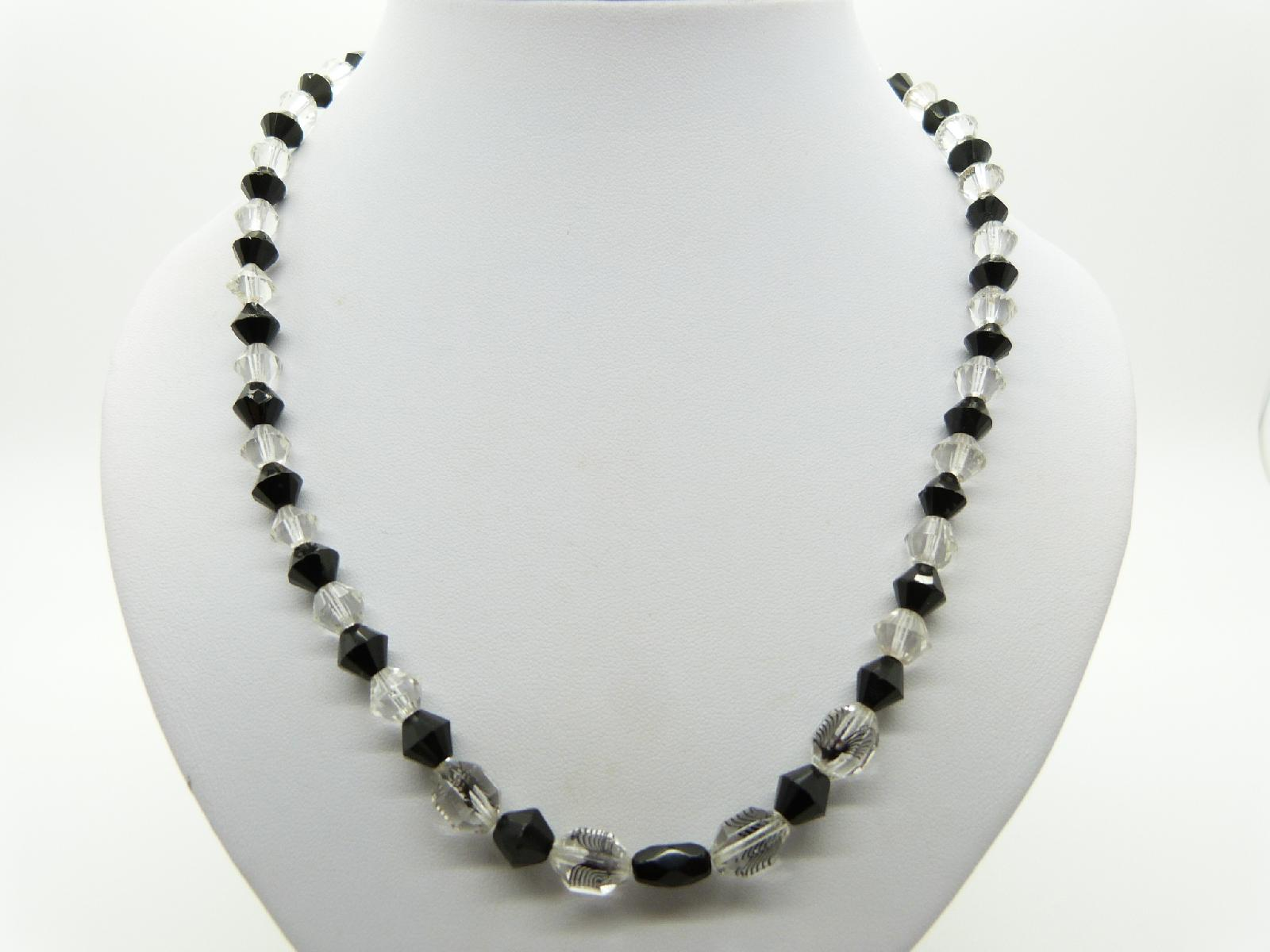 £13.00 - Vintage 50s Pretty Black and Clear Crystal Glass Bead Necklace 52cms