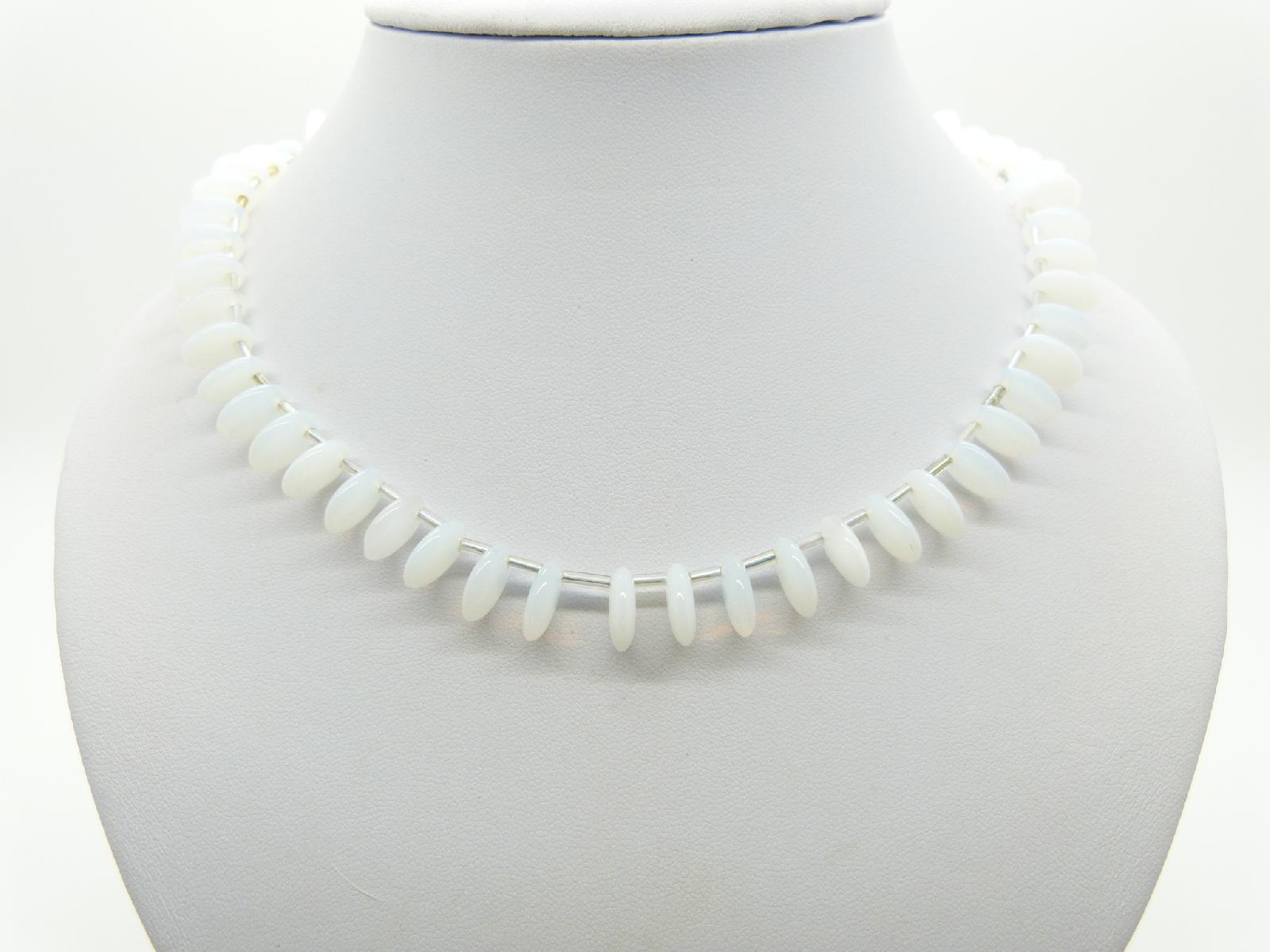 £13.00 - Vintage Redesigned 1950s White Glass Moonglow Bead Drop Necklace Pearl Clasp 45cms