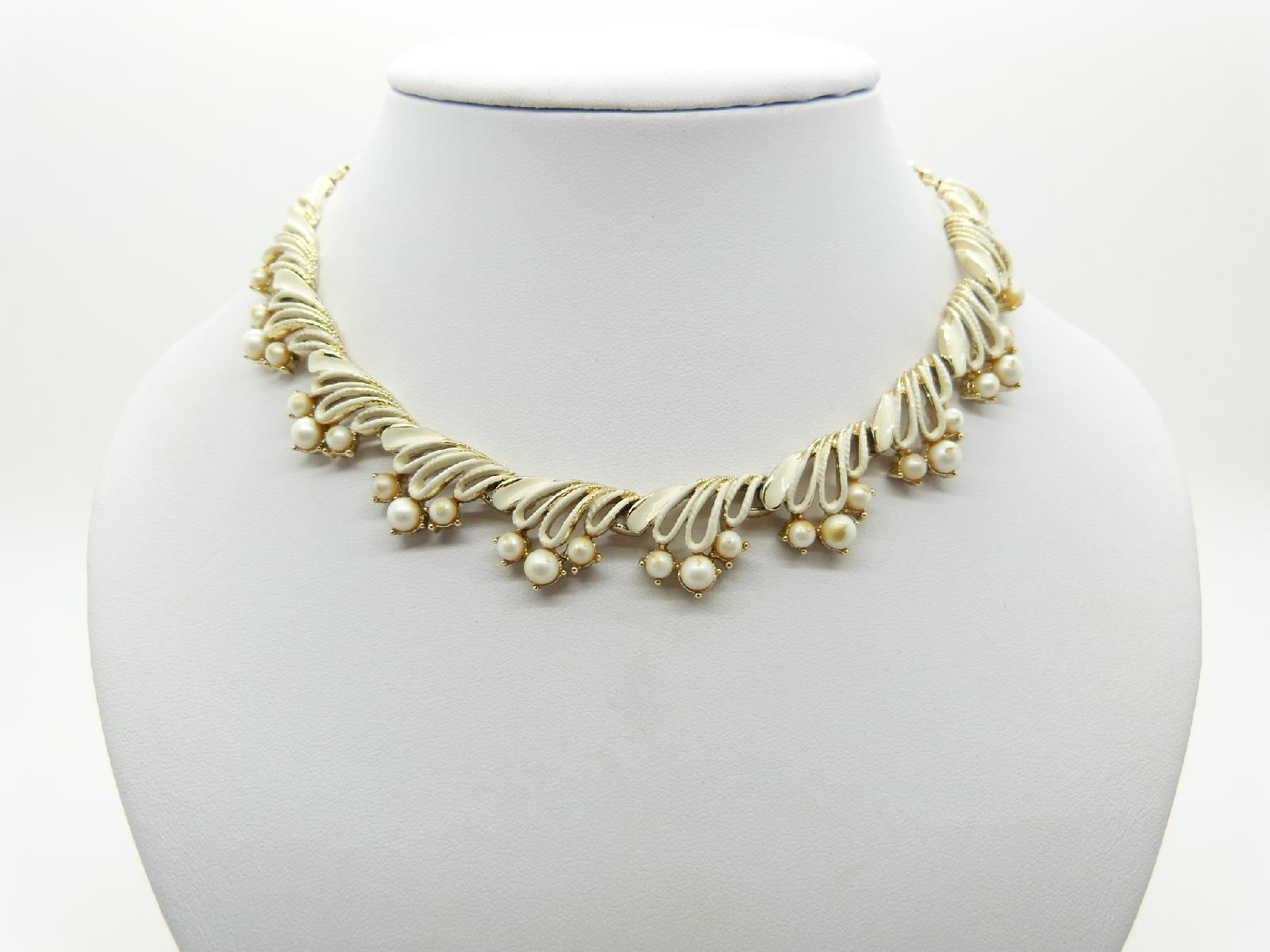 £20.00 - Vintage 50s Unsigned Jewelcraft Cream Enamel and Faul Pearl Goldtone Necklace 41cms Quality!s