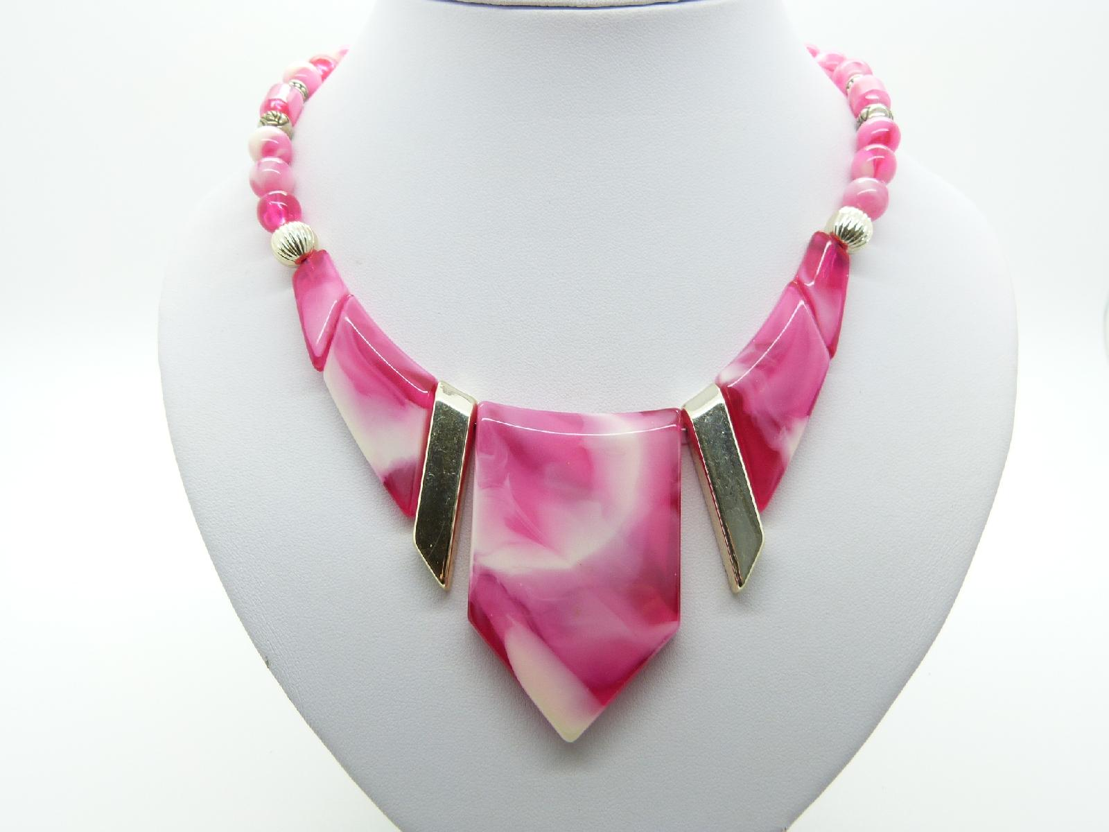 £22.00 - Vintage 70s Funky Pink and White Marble Effect Lucite Statement Necklace