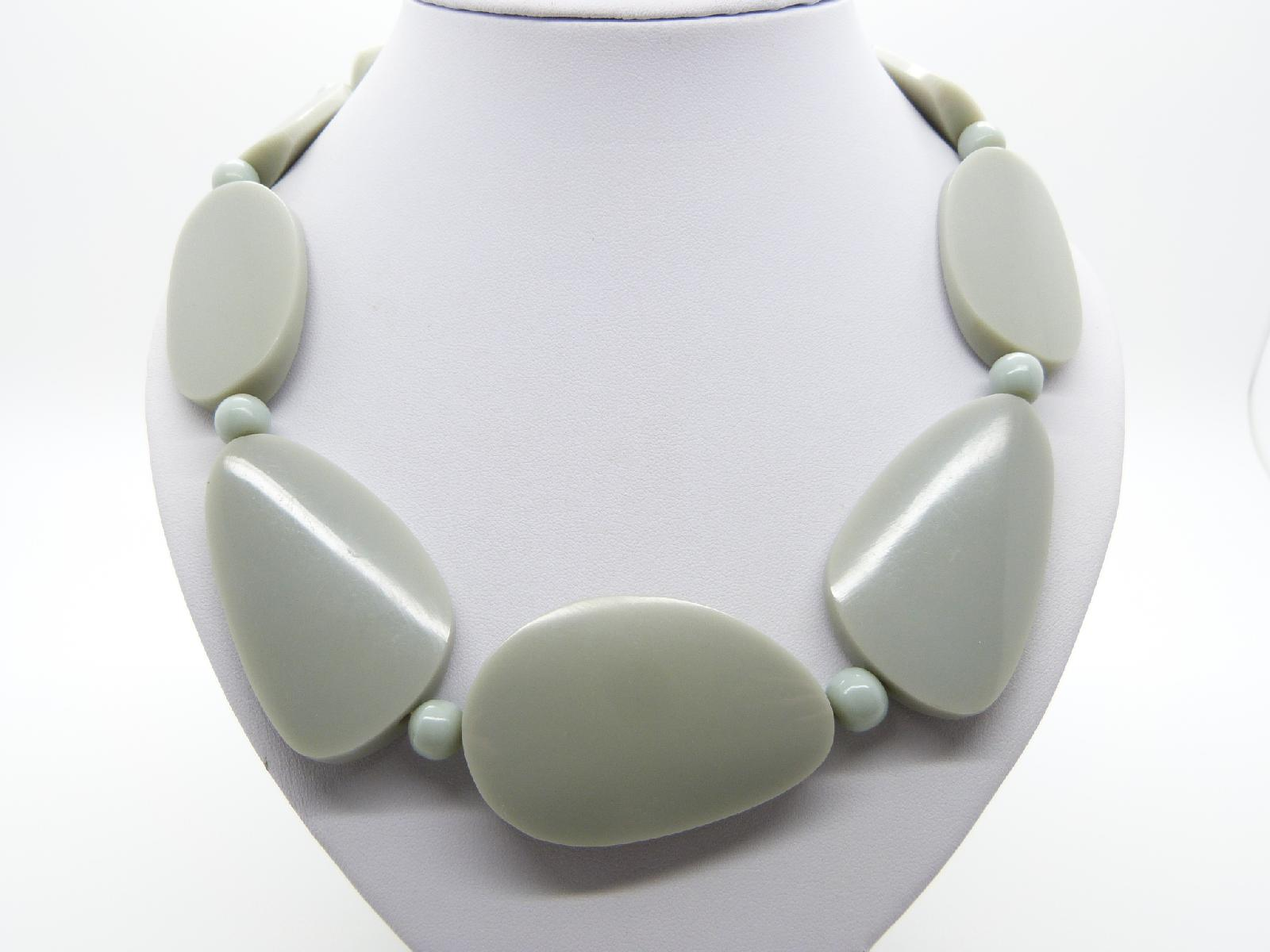 £13.00 - Stylish and Chic Chunky Grey Bead Acrylic Plastic Statement Necklace