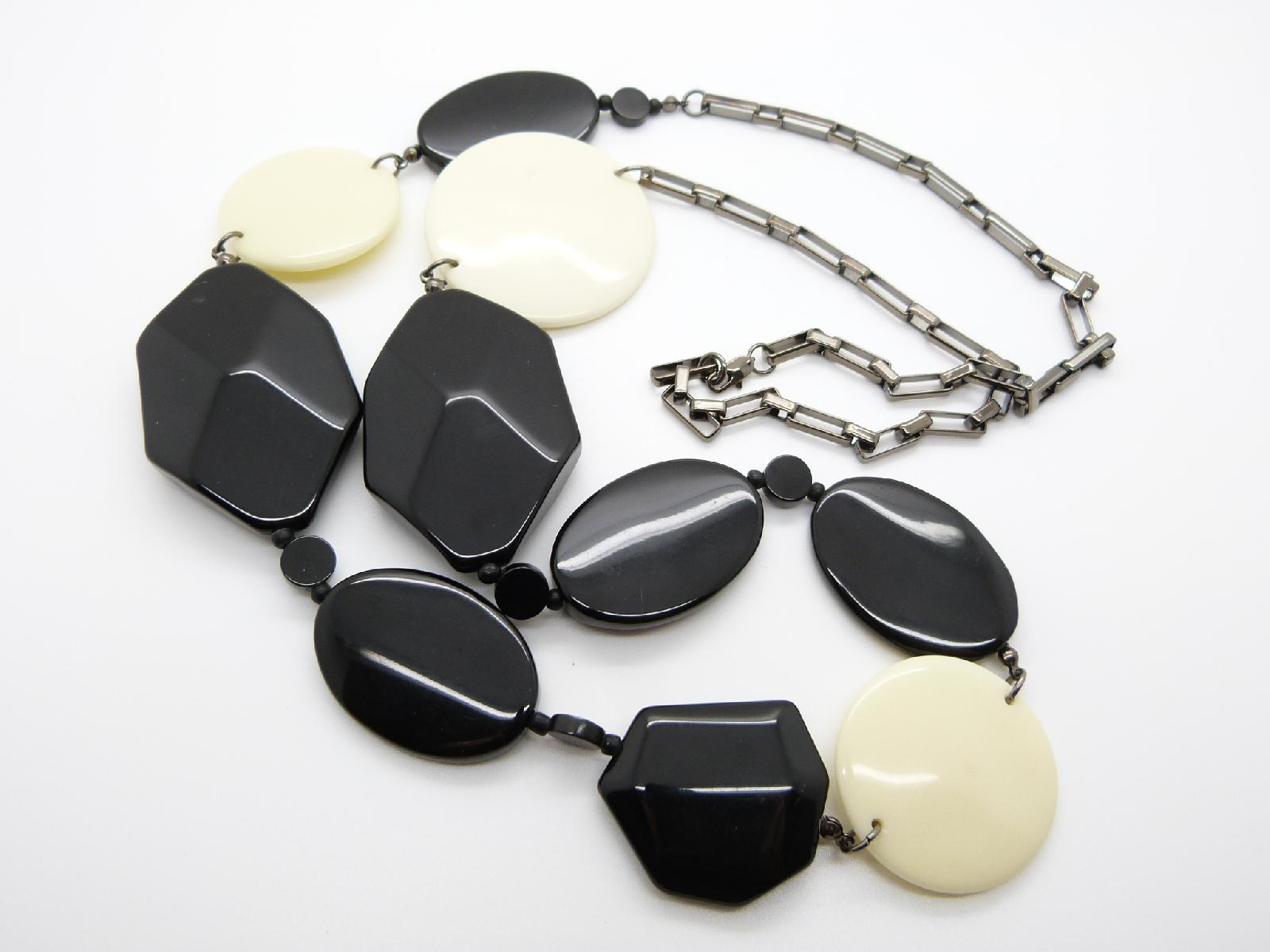 £24.00 - Stylish and Contemporary Black and Cream Plastic Bead Metal Chain Necklace