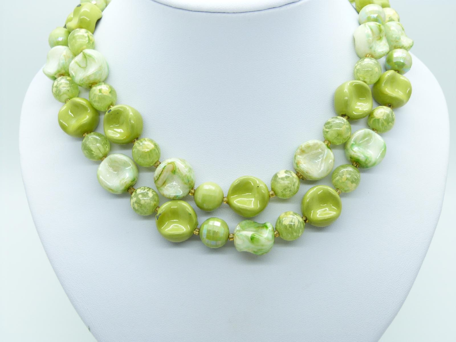 £13.00 - Vintage 50s Unusual Two Row Green Lustre Lucite Bead Necklace 53cms
