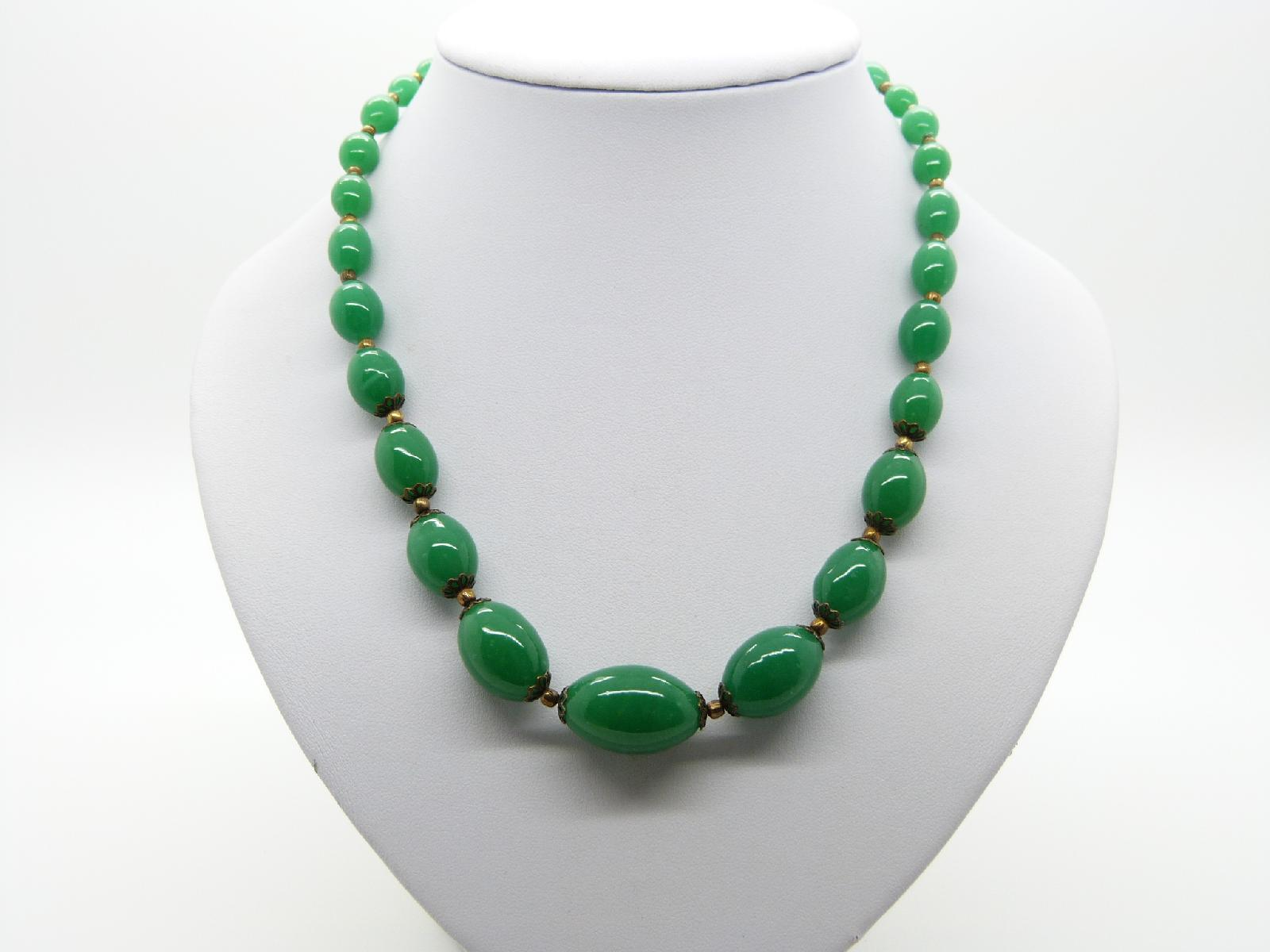 £13.00 - Vintage 50s Lovely Green Glass Graduating Bead Necklace 50cms