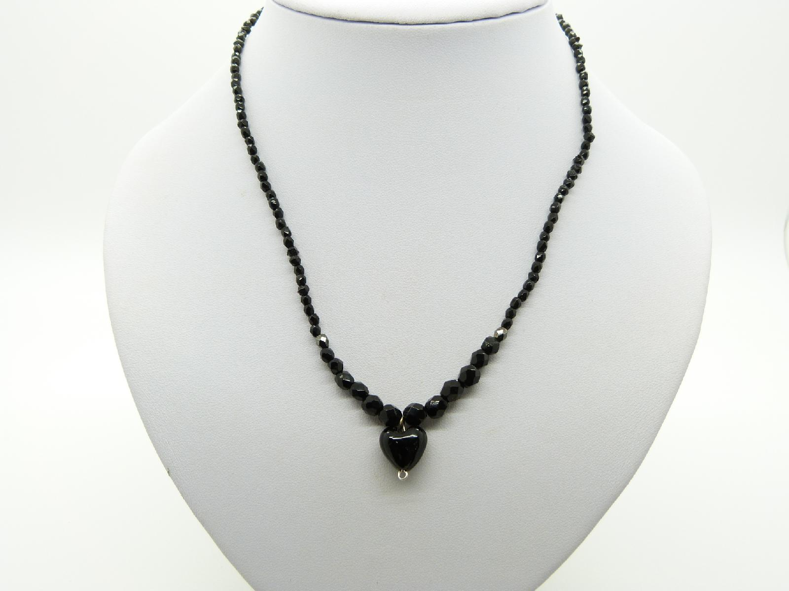 £5.00 - Vintage Redesigned Sparkling Black Crystal Glass Bead Necklace Heart Pendant