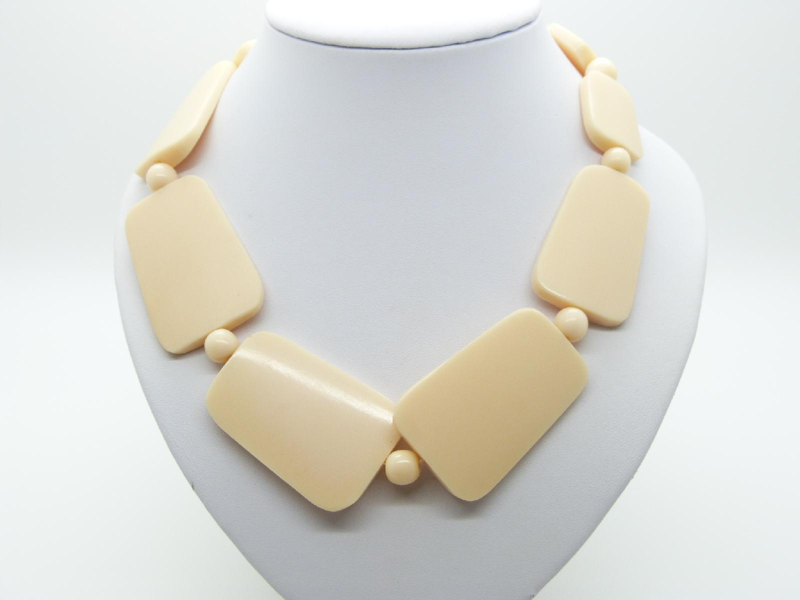 £13.00 - Stylish and Chic Chunky Cream Bead Acrylic Plastic Statement Necklace