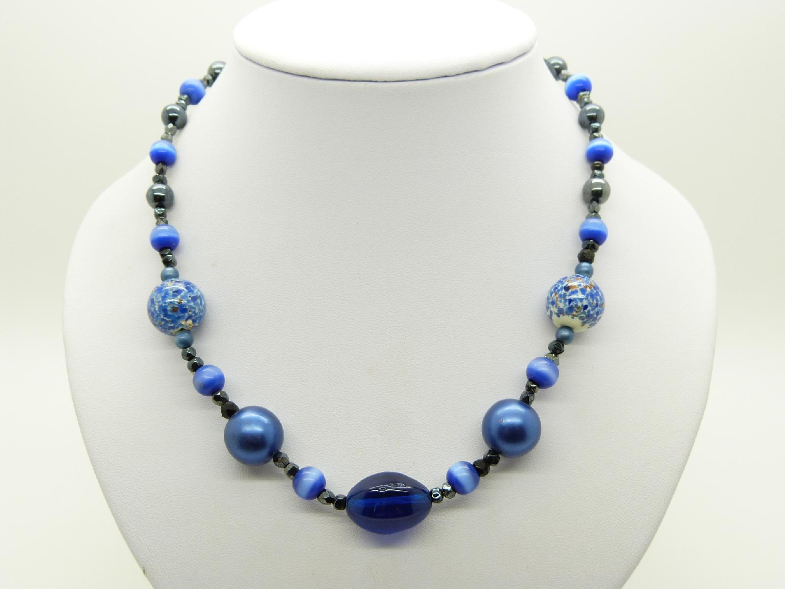 £8.00 - Vintage Redesigned 70s Blue Glass and Hematite Bead Necklace Fab!