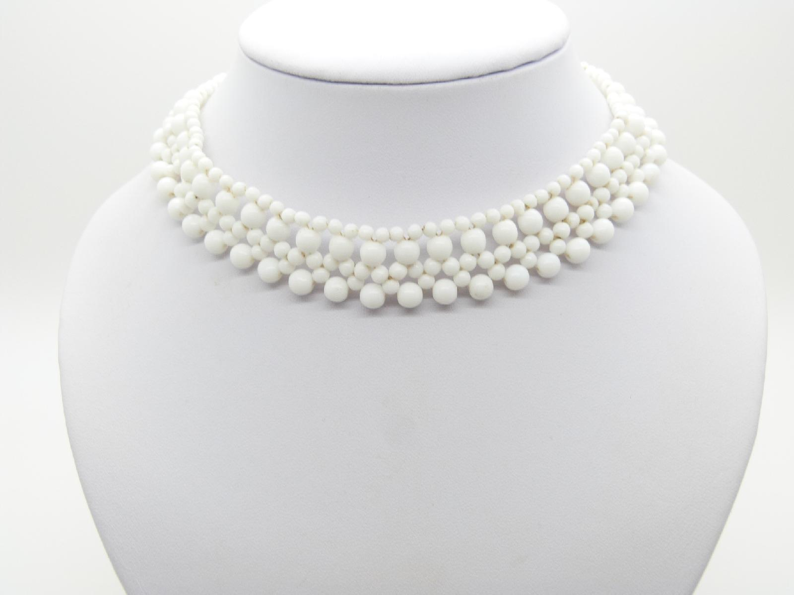 Vintage 50s Pretty and Feminine White Glass Bead Choker Necklace