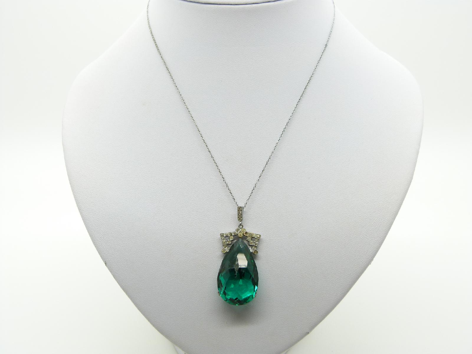£10.00 - Vintage 30s Pretty Emerald Green Glass Crystal Pendant and Chain