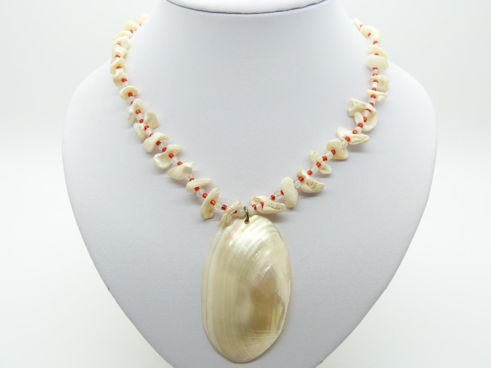 £14.00 - Very Pretty Mother of Pearl Chip Bead Necklace with Large MOP Pendant