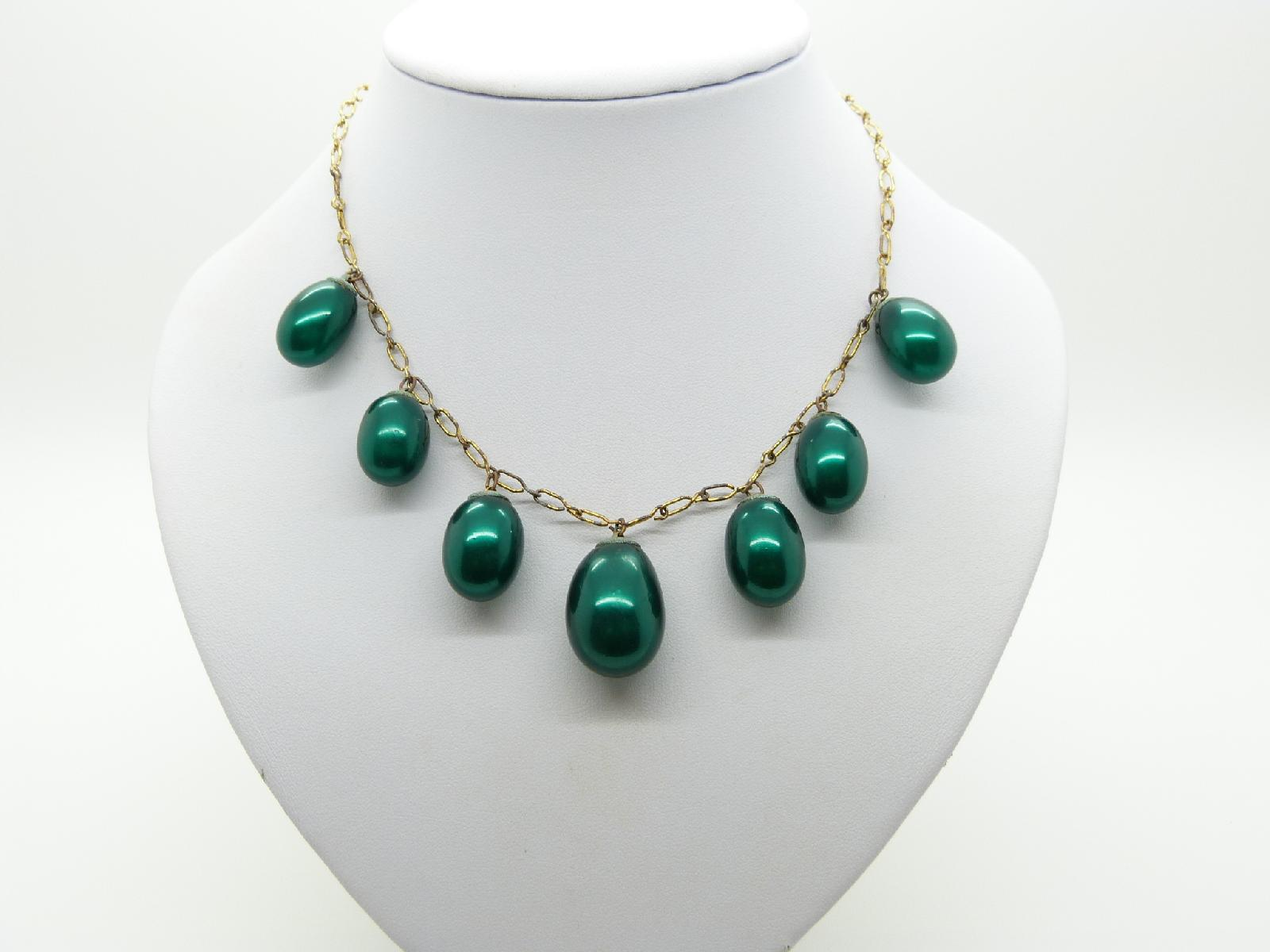 £22.00 - Vintage 40s Fab Large Green Pearl Lustre Drop Bead Necklace on Gold Chain