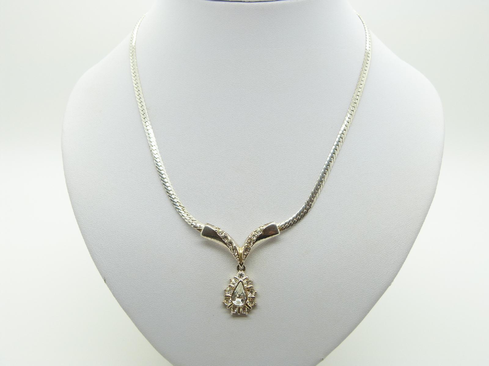 £12.00 - Vintage 80s Pretty Silvertone Snake Chain Diamante Dropper Pendant Necklace