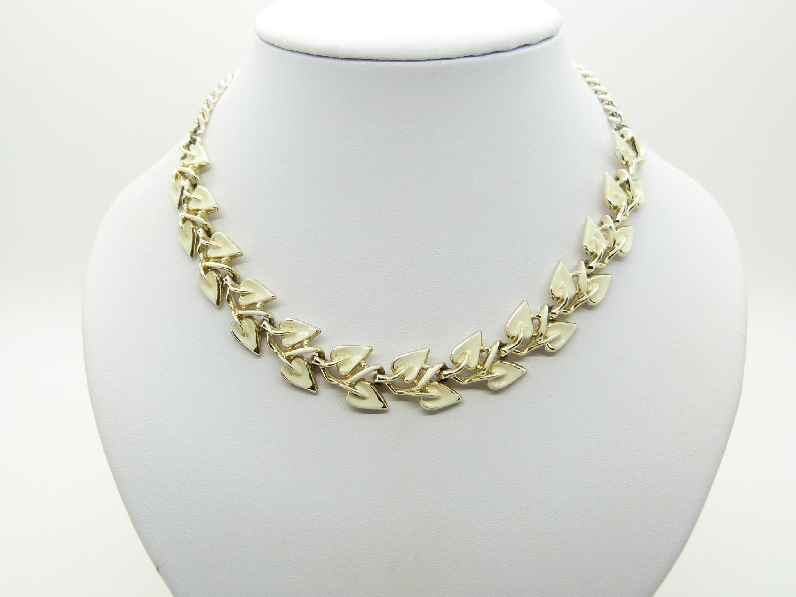 £18.00 - Vintage 50s Unsigned Jewelcraft Cream Enamel Floral Link Goldtone Necklace