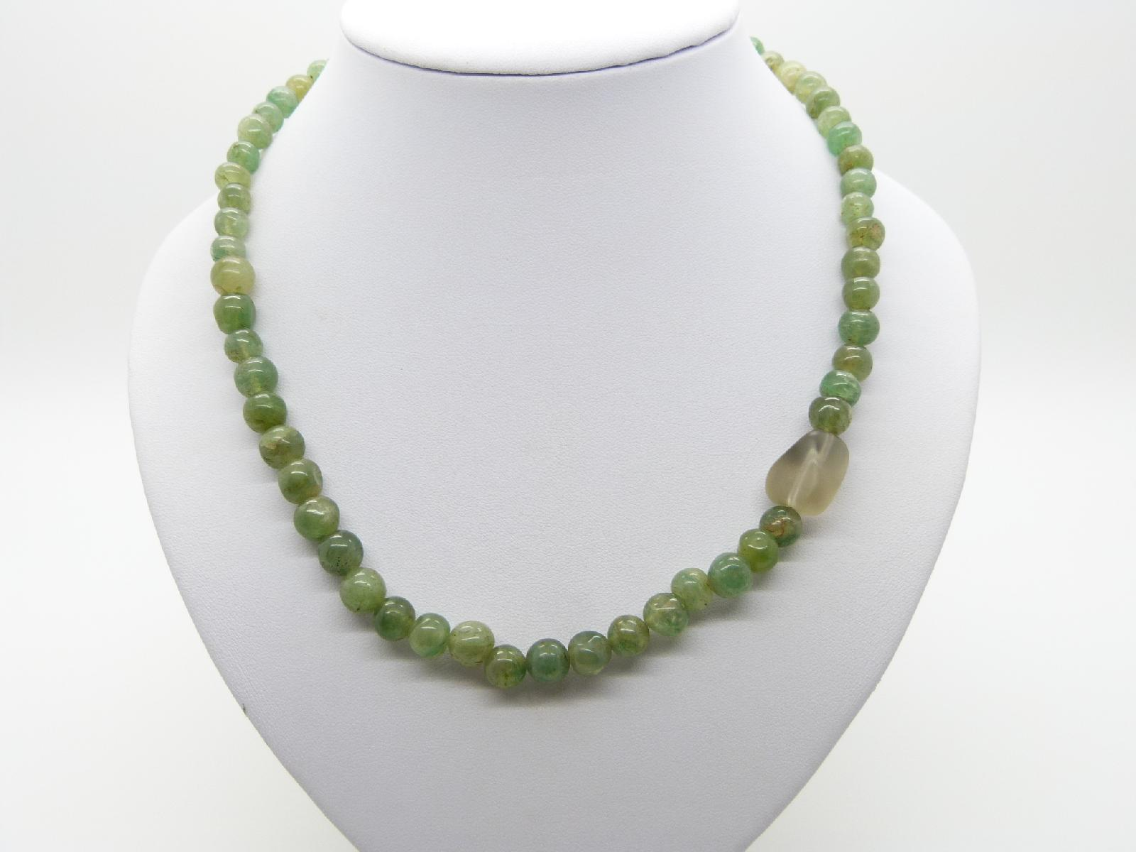 £22.00 - Vintage 80s Lovely Real Green Jade Smooth Bead Necklace 51cms
