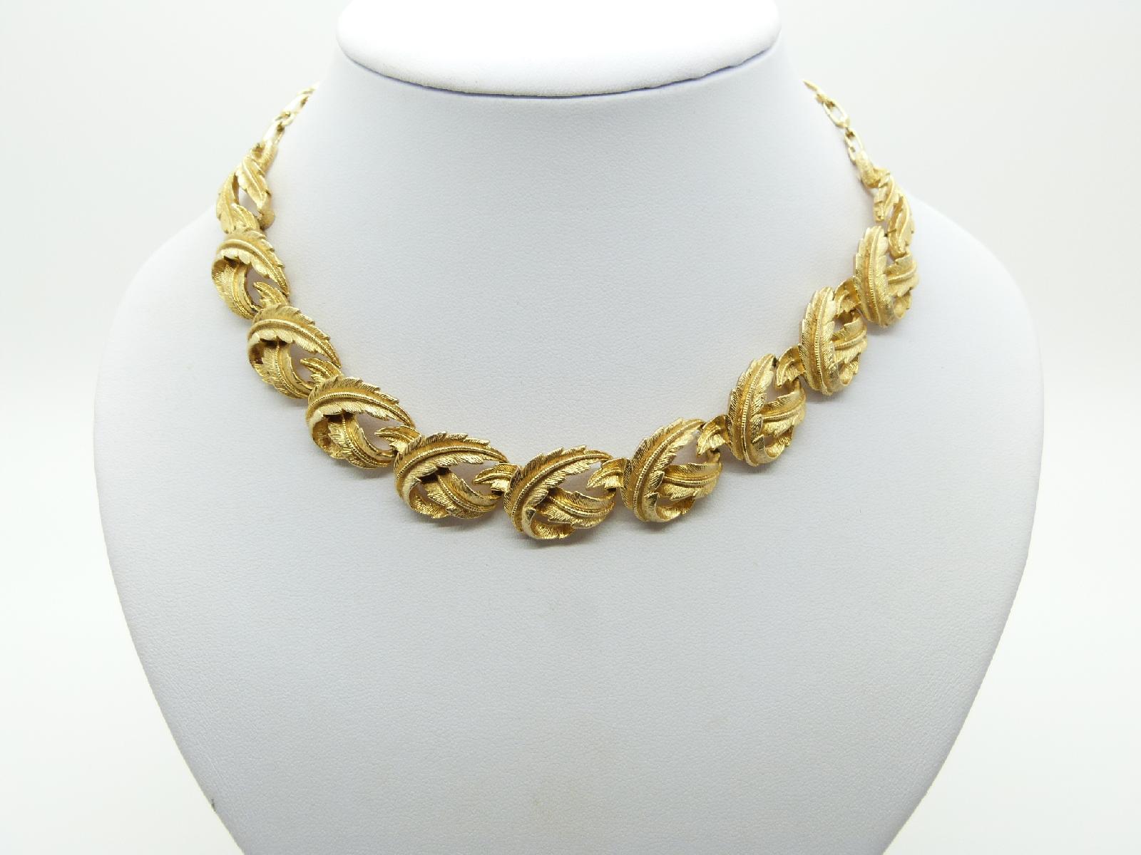 £25.00 - Vintage 50s Classy Signed Coro Heavy Fancy Link Goldtone Necklace