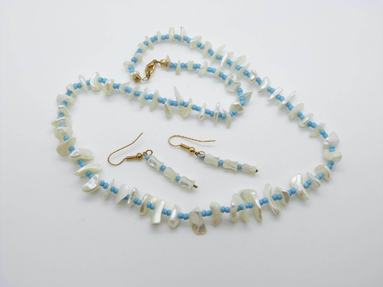 £12.00 - Lovely Mother of Pearl Chip and Glass Turquoise Bead Necklace and Earrings Set