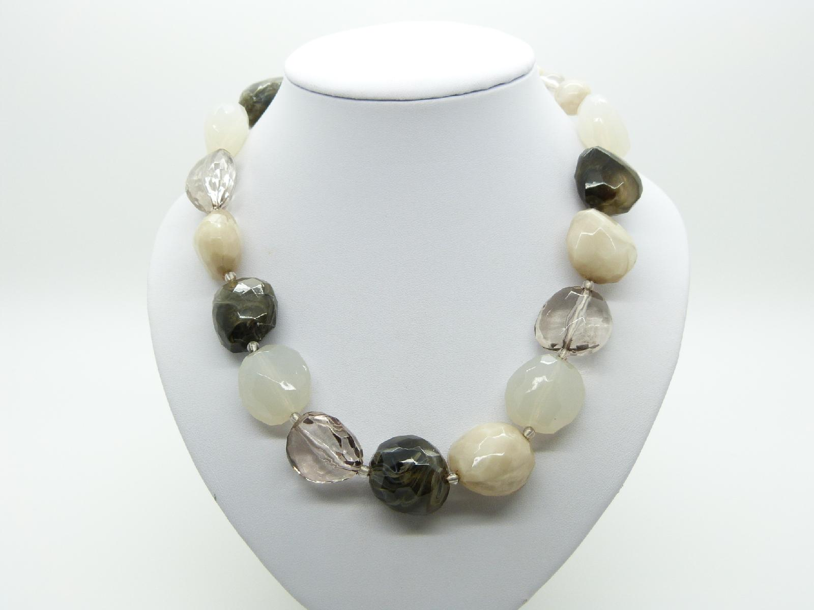 £13.00 - Lovely Chunky Four Colour Neutral Tones Lucite Plastic Faceted Bead Necklace 47cms