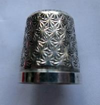 £25.00 - Collectable   Silver Thimble10202