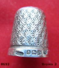 £26.00 - Collectable Hallmarked Silver Thimble10645